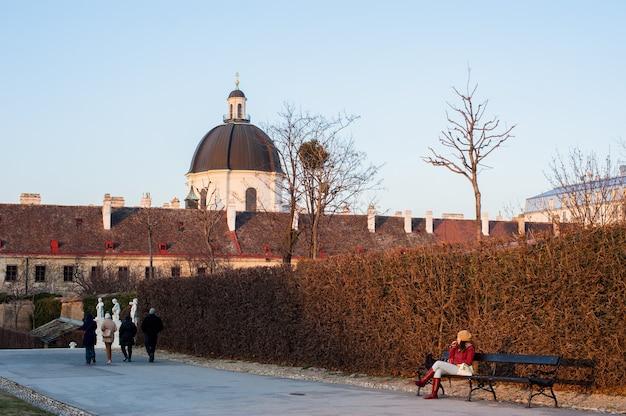 Belweder w austriackiej stolicy wiednia w bezśnieżną zimę.