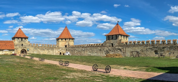 Bender, mołdawia 06.09.2021. panoramiczny widok na twierdzę tighina w bender, naddniestrzu lub mołdawii w słoneczny letni dzień
