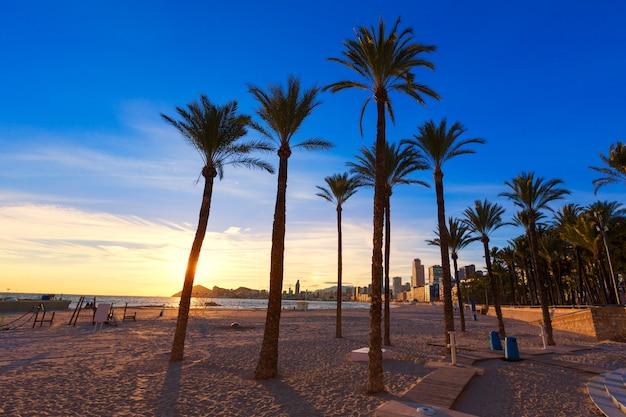 Benidorm alicante playa de poniente plaży zachód słońca w hiszpanii