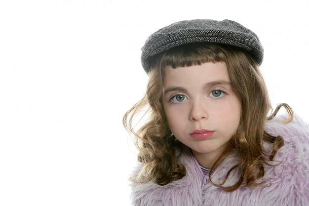 Bereta dziewczyny zimy futerkowego żakieta kapeluszowy portret