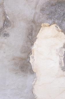 Betonowa ściana o chropowatej powierzchni