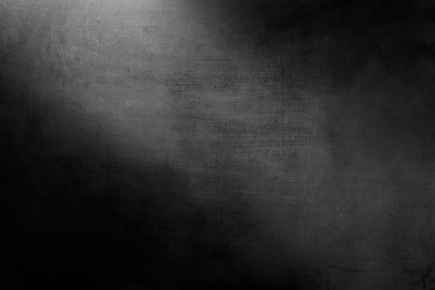 Betonowa ściana ze światłem na ciemnym pokoju