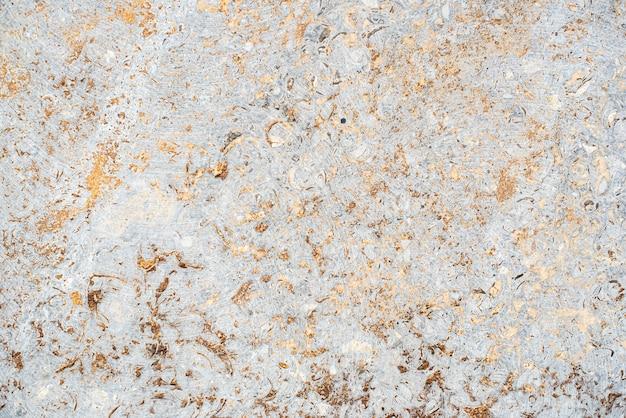 Betonowa tekstura. stare, zabytkowe złoto, fioletowe tło. pomarańczowy z szorstkością
