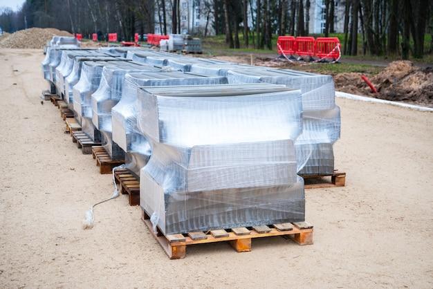 Betonowe krawężniki, pakiet betonowych krawężników na paletach