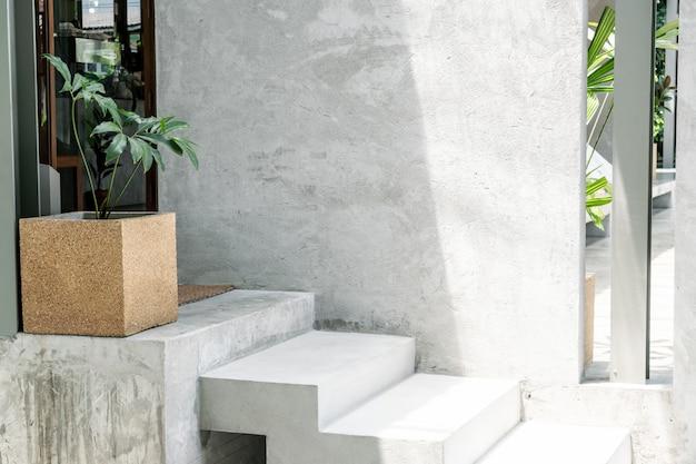 Betonowy stopień schodowy