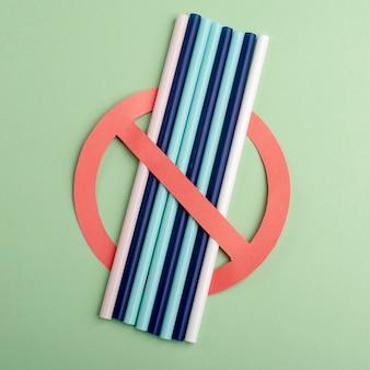 Bez plastiku. przestań używać plastikowych słomek. chroń świat i środowisko.