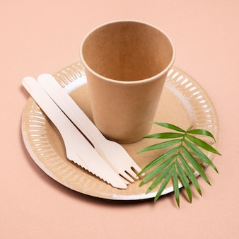 Bezodpadowa biodegradowalna zastawa stołowa z wysokim widokiem