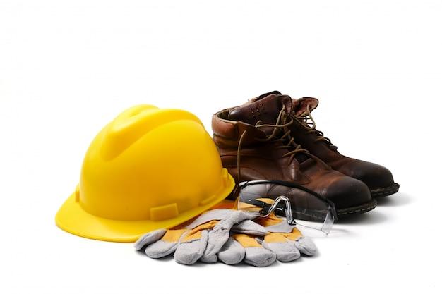 Bezpieczeństwo na budowie. osobisty ochronny wyposażenie na białym tle.