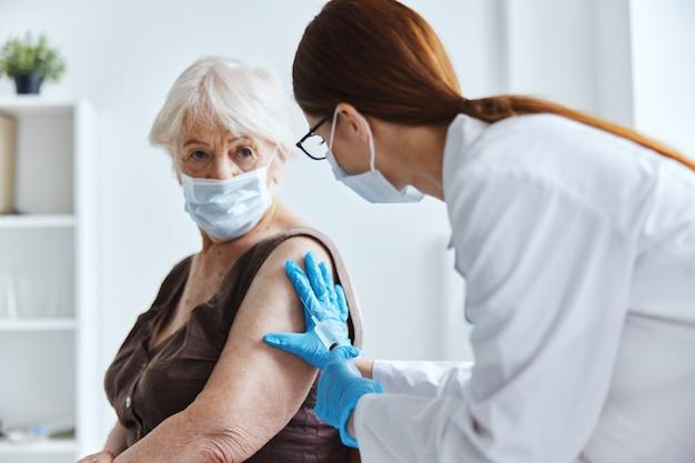 Bezpieczeństwo szczepień pacjenta i lekarza ochrona immunologiczna