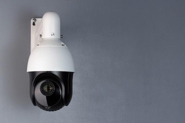 Bezpieczeństwo wideo kamery cctv nadzoru z przestrzenią na niebieskim tle.
