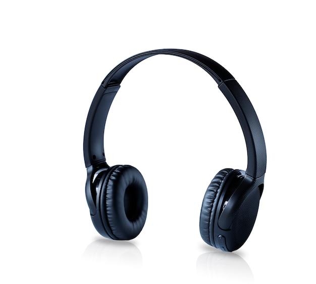 Bezprzewodowe słuchawki czarne na białym, obraz z odbiciem