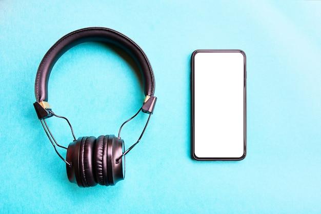 Bezprzewodowe słuchawki i smartfon bezelefonowy