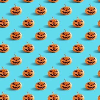 Bezszwowy wzór z pomarańczowymi halloween baniami przewodzi jack o lampion