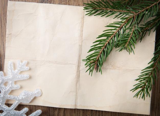 Beżu papierowy tło z choinką