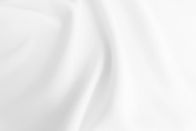 Biała falowana tkanina
