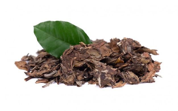 Biała herbata puer, na białym tle