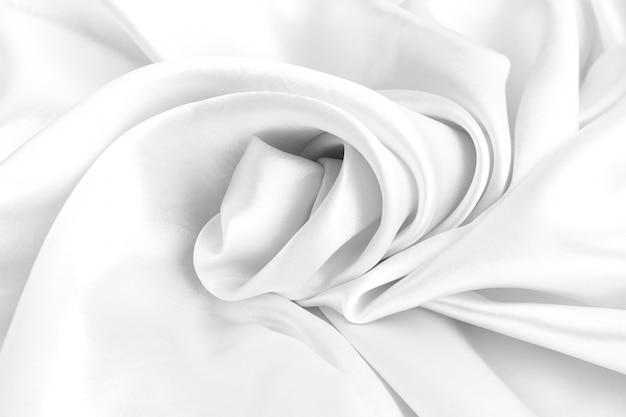 Biała jedwabna konsystencja luksusowej satyny