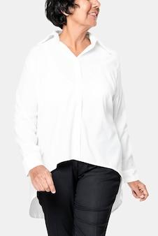 Biała koszula damska oversize z przestrzenią do projektowania