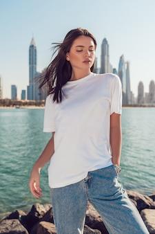 Biała koszulka makieta