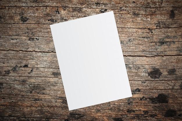 Biała księga i miejsca na tekst na stare drewniane tła