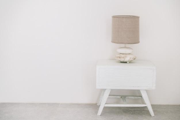 Biała lampa dekoracja stołu hotelu
