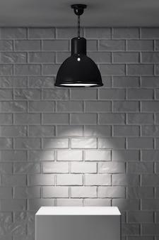 Biała lampa stojąca i sufitowa przed ceglaną ścianą