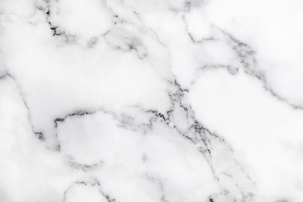 Biała marmurowa tekstura z naturalnym wzorem dla tła lub prac projektowych.