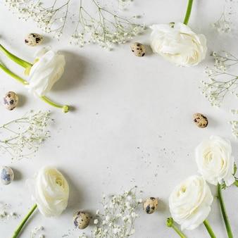 Biała moda, kwiaty płasko leżał tło