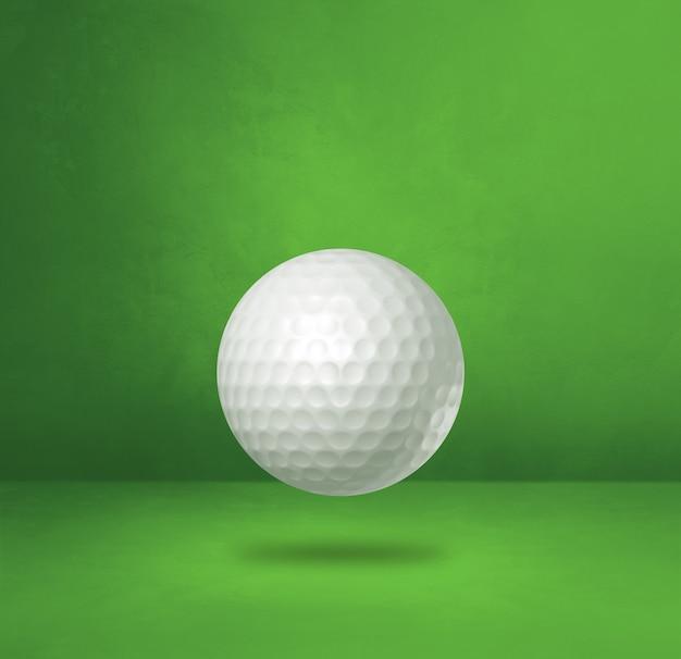 Biała piłeczka golfowa na białym tle na zielonym tle studio. ilustracja 3d