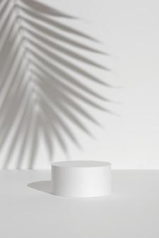 Biała podstawa platformy do reklamowania makiet fotografii produktowej