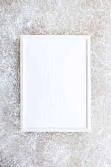 Biała ramka na jasną ścianę