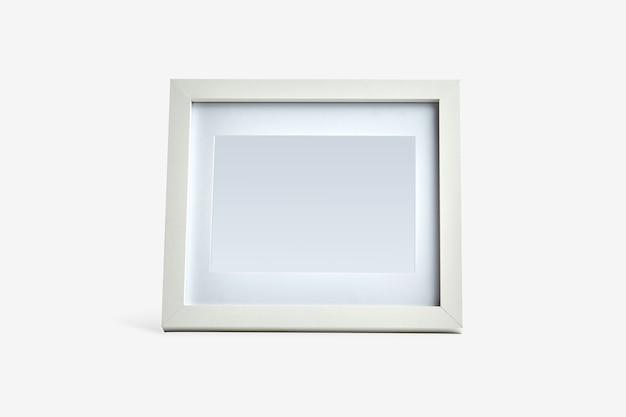 Biała ramka na zdjęcia nowoczesne na białym tle