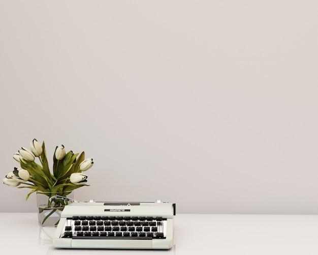 Biała ściana z kwiatami do pisania na półce 3d renderowania tła