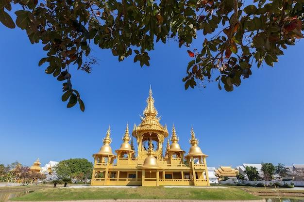 Biała świątynia (wat rong khun) w prowincji chiang rai, tajlandia
