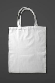 Biała torba z grubej bawełny na białym tle