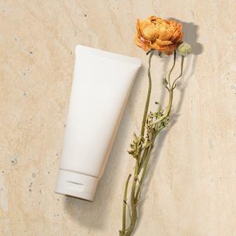 Biała tubka kremu do twarzy, nieoznakowany produkt kosmetyczny