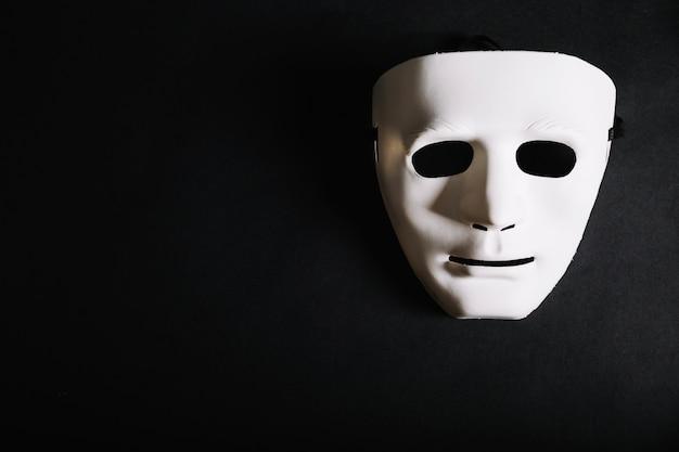 Biała zwykła maska na halloween