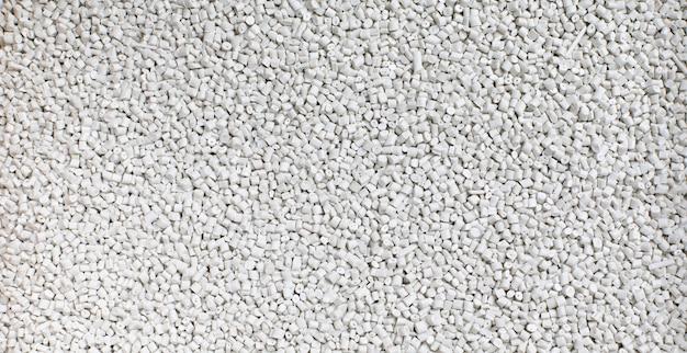 Biała żywica z tworzywa sztucznego, barwione syntetyczne żywice polimerowe. fabryka materiałów granulek. tło i tekstura
