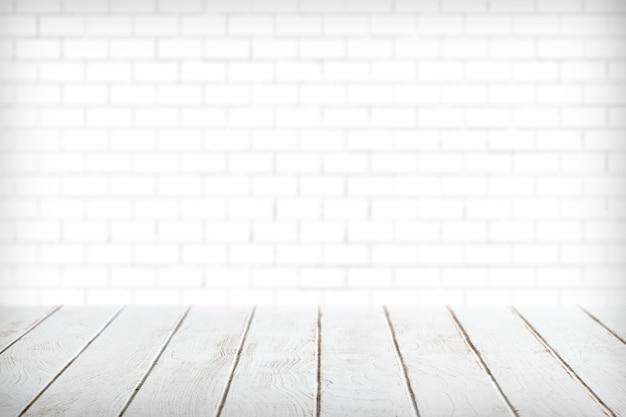 Białe deski drewniane z białym produktem na ścianę z cegły