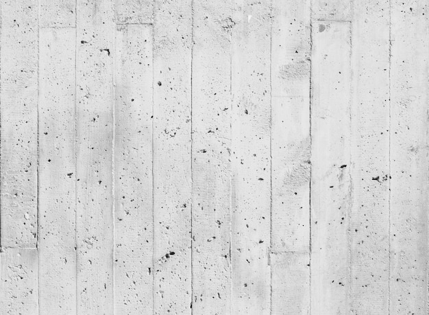 Białe deski z czarnymi plamami