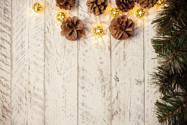 Białe drewniane tło boże narodzenie. puste miejsce na tekst.