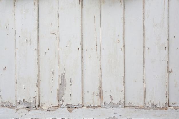 Białe drewno.