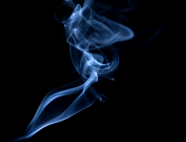 Białe dymu kolekcji na czarnym tle