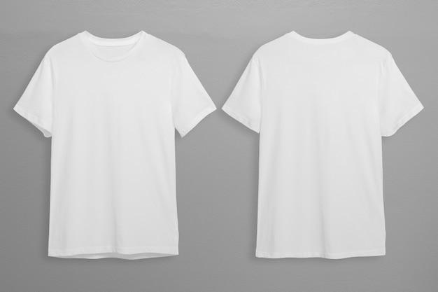 Białe koszulki z miejscem na kopię na szarym tle