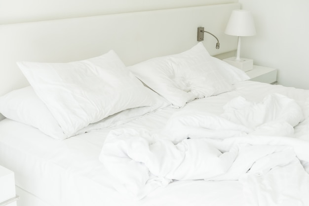 Białe łóżko nieutwardzona