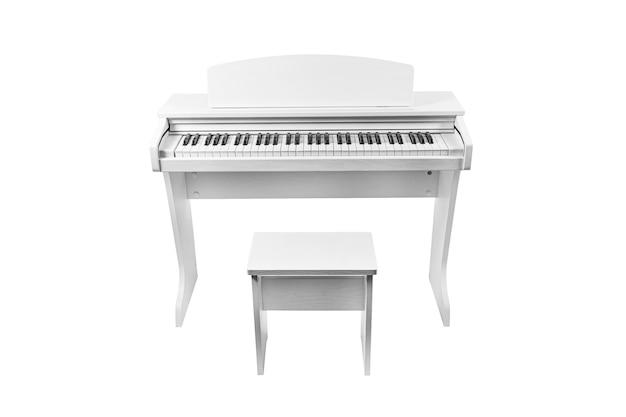 Białe nowoczesne pianino i krzesło na białym tle