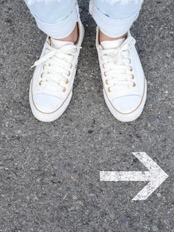 Białe obuwie do podejmowania decyzji