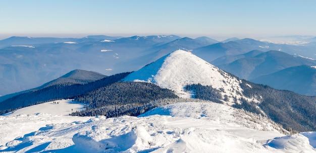 Białe ośnieżone góry