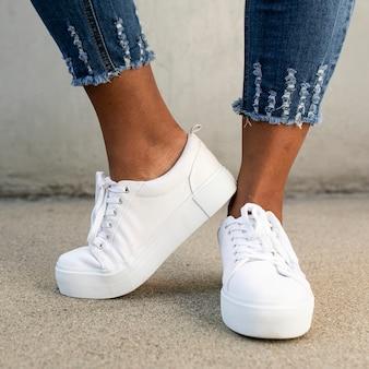 Białe płócienne trampki buty damskie odzież strzelać