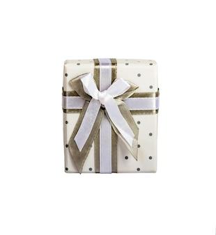 Białe puste pudełko z małymi kółkami szara taśma materiałowa z szarym krawatem. izolowany biały widok z góry